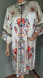 VINTAGE 1930's CHINESE EMBROIDERED SATIN ROBE