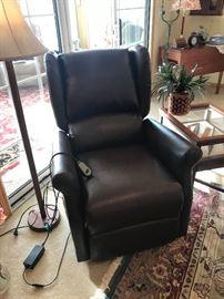 Lift chair/recliner