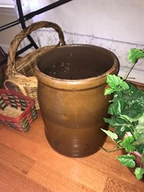 Great large crock-could be TN brown clay