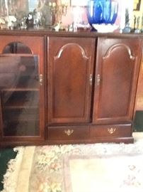 Nice TV Cabinet with Display Shelves