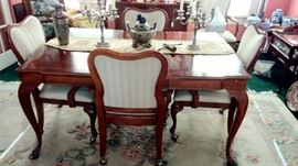 Queen Anne Dining Table w/6 Chairs
