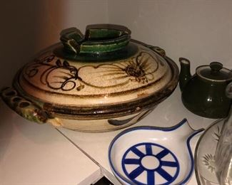 Various pieces of Italian pottery and serving pieces