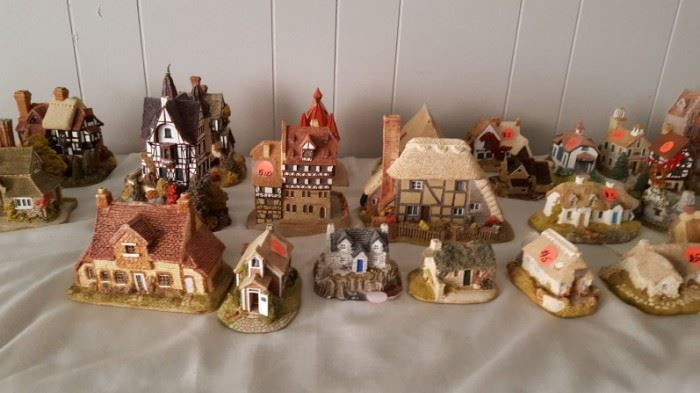 GREAT COLLECTION OF LILLIPUT LANE HAND PAINTED COTTAGES MADE IN ENGLAND. CHECK THESE OUT ON EBAY. BUY THEM CHEAPER HERE