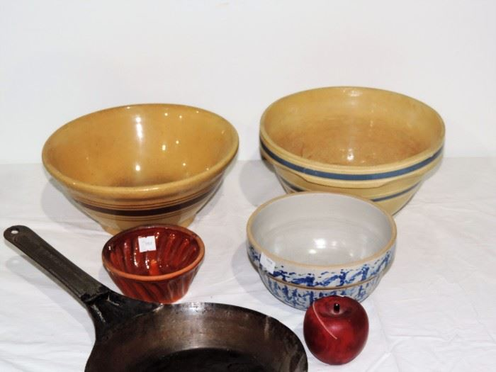 2 BLUE BANDED YELLOW WARE AND 1 SPONGE WARE BOWL