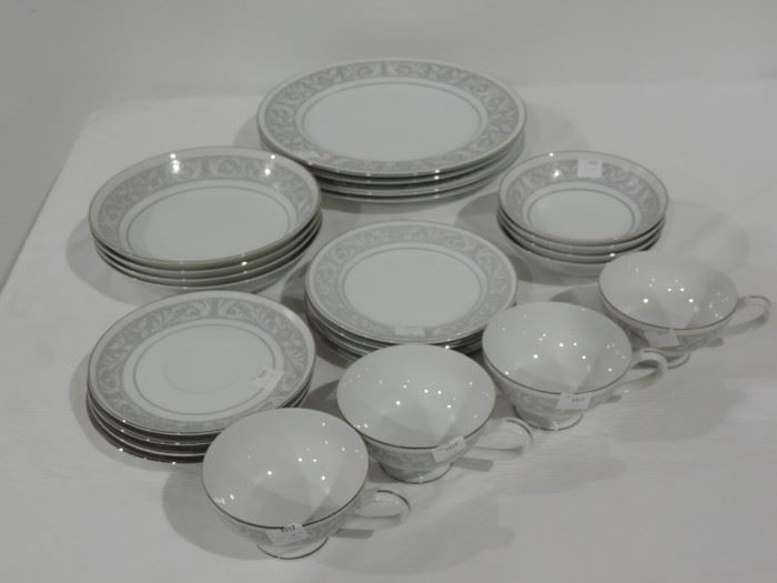 4 PLACE SETTING DINNER WARE SET