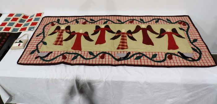 ANGELS QUILTED WALL HANGING