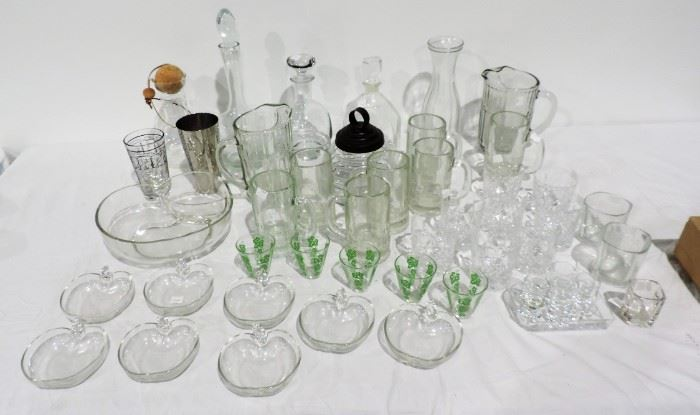 COLLECTION OF CRYSTAL GLASSWARE AND BAR WARE
