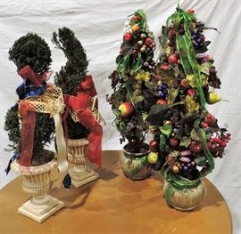 4 HOLIDAY TOPIARY