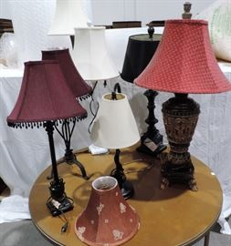 LOT OF DECORATIVE TABLE LAMPS