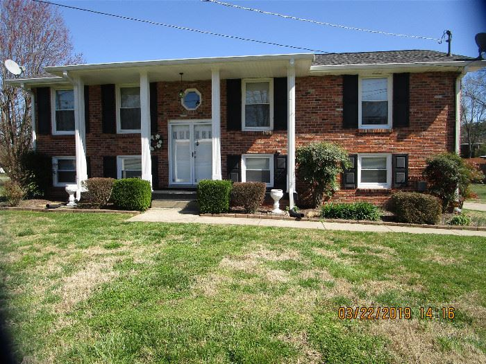 110 SOUTHERN TRACE-Hendersonville... ON THE MARKET FOR SALE.... $ 255,000   ONE STOP Realty, LLC... 615-394-8903 or  615-822-0750