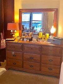 Ethan Allen maple Ladies dresser w/mirror