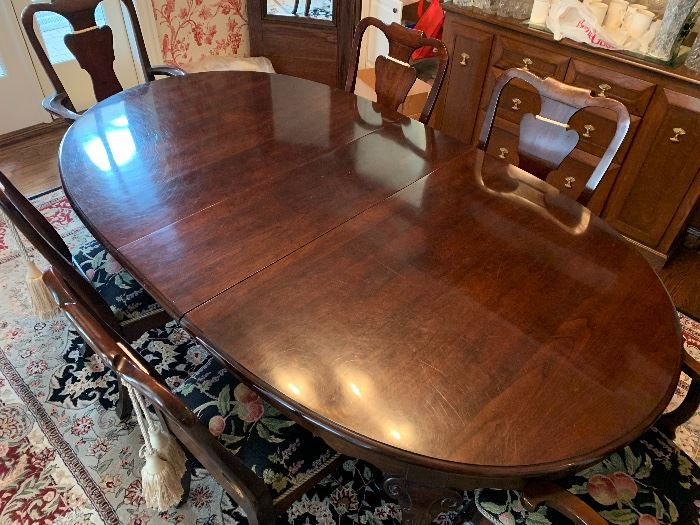 top view - Super looking Queen Anne dining room suite - 6 chairs,2 leaves and pads