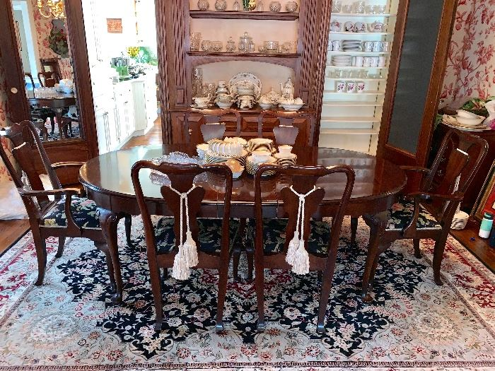Super looking Queen Anne dining room suite - 6 chairs,2 leaves and pads.  RUG NOT FOR SALE