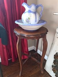 Darling Antique  statue/lamp table with picture and bowl