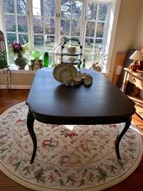 Black finish dinning/kitchen table w/2 leaves -absolutely gorgeous