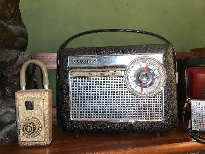 Vintage Columbia AM/FM transistor radio