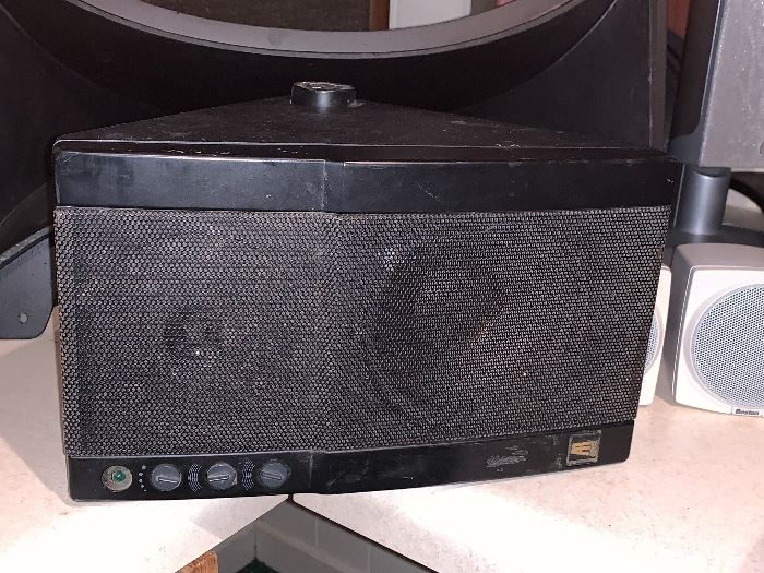 A R speaker