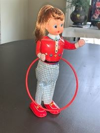 Vintage wind up hula hoop doll  WORKS