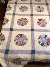 Hand quilted larger size Dresden plate pattern