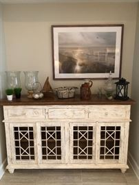 Another faux finish server. Gives the room that great look. Fresh and appealing