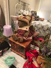 a sweet room. filled with fun items. jewelry box. a pair of baskets with Lavender.