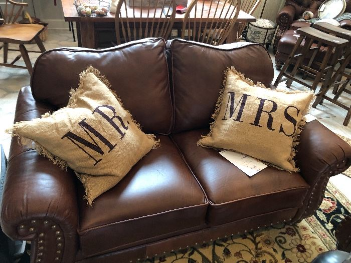 Leather love seat. Very well made. Like new condtion. Soft plush leather gives you that comfortable feel