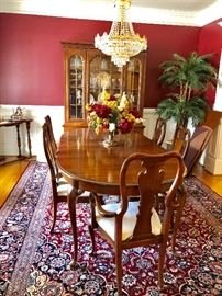 Beautiful Queen Ann Style Dining Room Table and Chairs. Gorgeous carpet