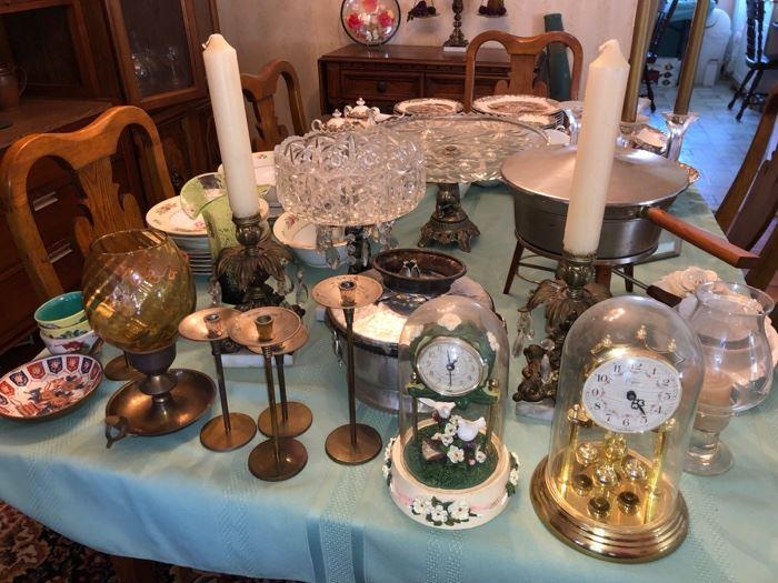 Decor and mantle clocks