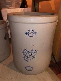 Monmouth 8 gallon crock