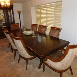 Thomasville dinning set 8 chairs 9 feet long with leafe extensions