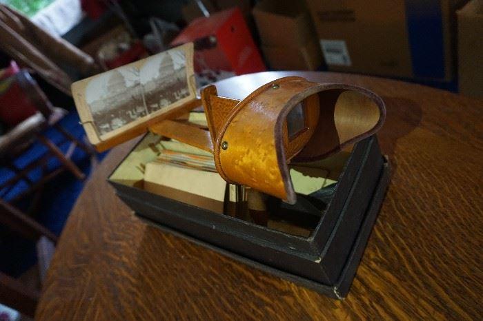 Victorian slide 3-d machine in original box w/ cards