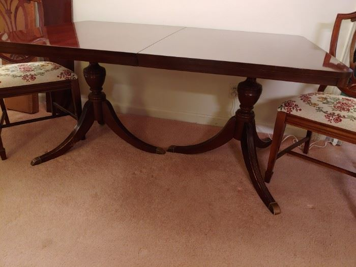 Mahogany Dining Room Table with Leaves and 6 Chairs