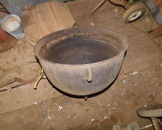 Large Cast Iron Cook Pot(No Cracks)