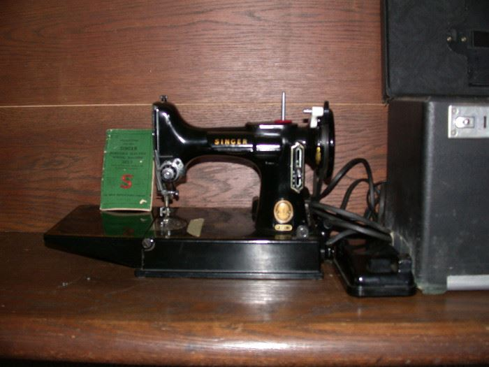 Singer Feather weight sewing machine with case and manual model 211
