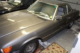1985 Mercedes to be sold auction style Thursday at noon
