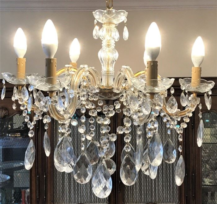 "Murano Style Crystal Chandelier 18""D https://ctbids.com/#!/description/share/118739"