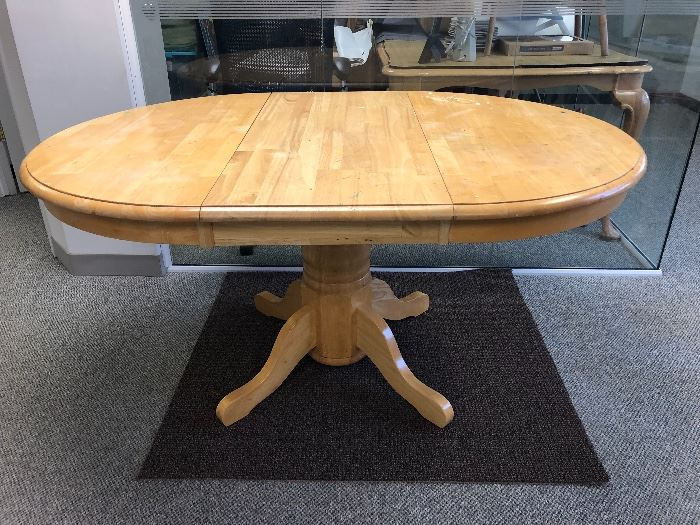 Pedestal table, 4 chairs