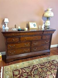 Exceptional chest of drawers matches 4 poster bed