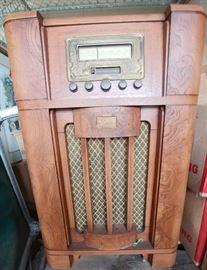 Thomas collector quality radio console