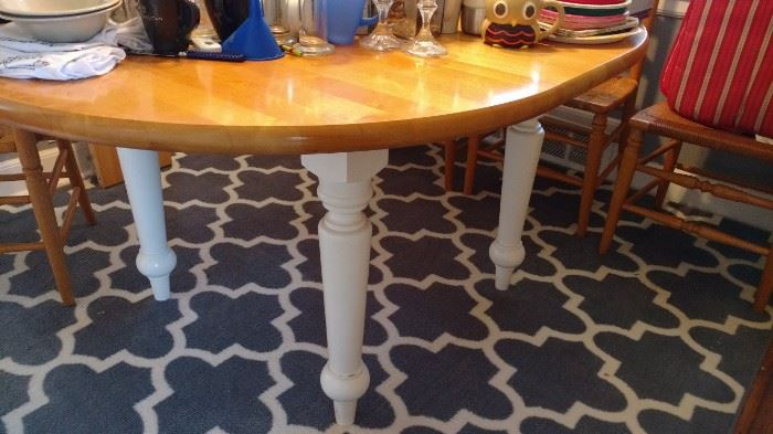 Storehouse Kitchen table with 2 leaves. Very sturdy