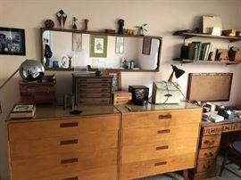 NICE MID CENTURY MODERN MIRROR AND - WILTZ OF VIRGINIA TWO-PART DRESSER- ALSO COMES WITH TWO NIGHT STANDS AND BED