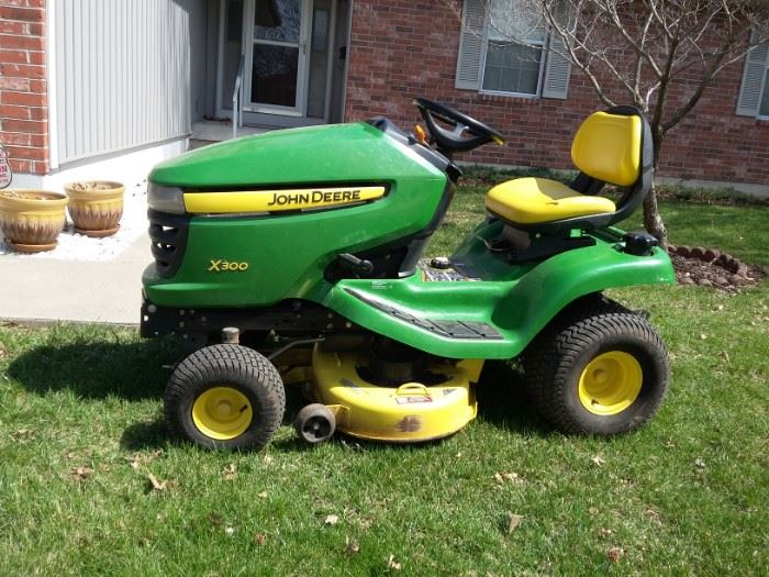 John Deere x300 Lawn Tractor Riding Mower