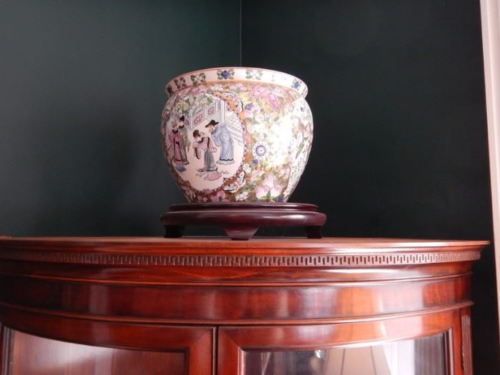 CHINESE BOWLS ON STANDS