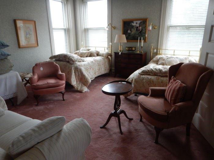 PAIR OF BRASS BEDS BEDROOM