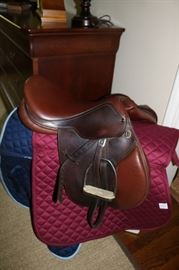 Ovation English  Hunter Leather Saddle