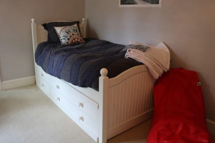 2 Twin Storages Beds