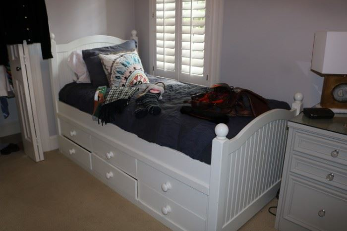 2 Twin Storage Beds