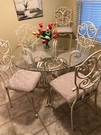 Painted metal dinette w/4 chairs (Upholstered Seats)