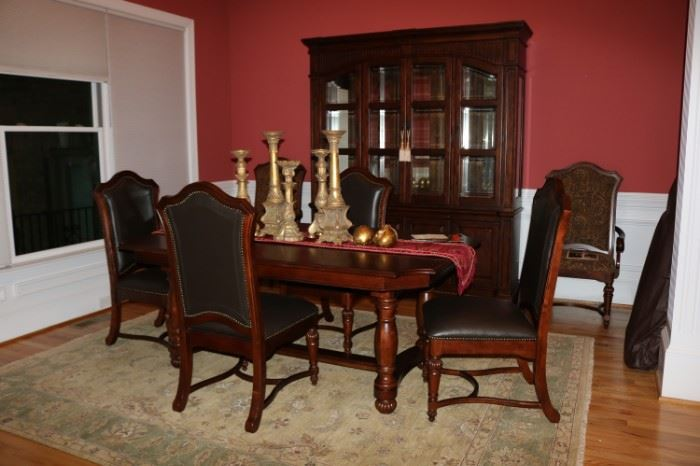 Kincaid Pendleton Dining Table & Chair     Matching Kincaid China Cabinet