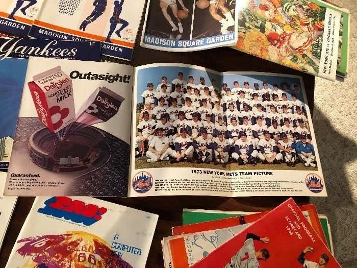 1973 Official Yearbook Mets All-Star Gallery with pull out team picture